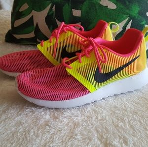 Nike Roshe 5Y or 6.5 Womens